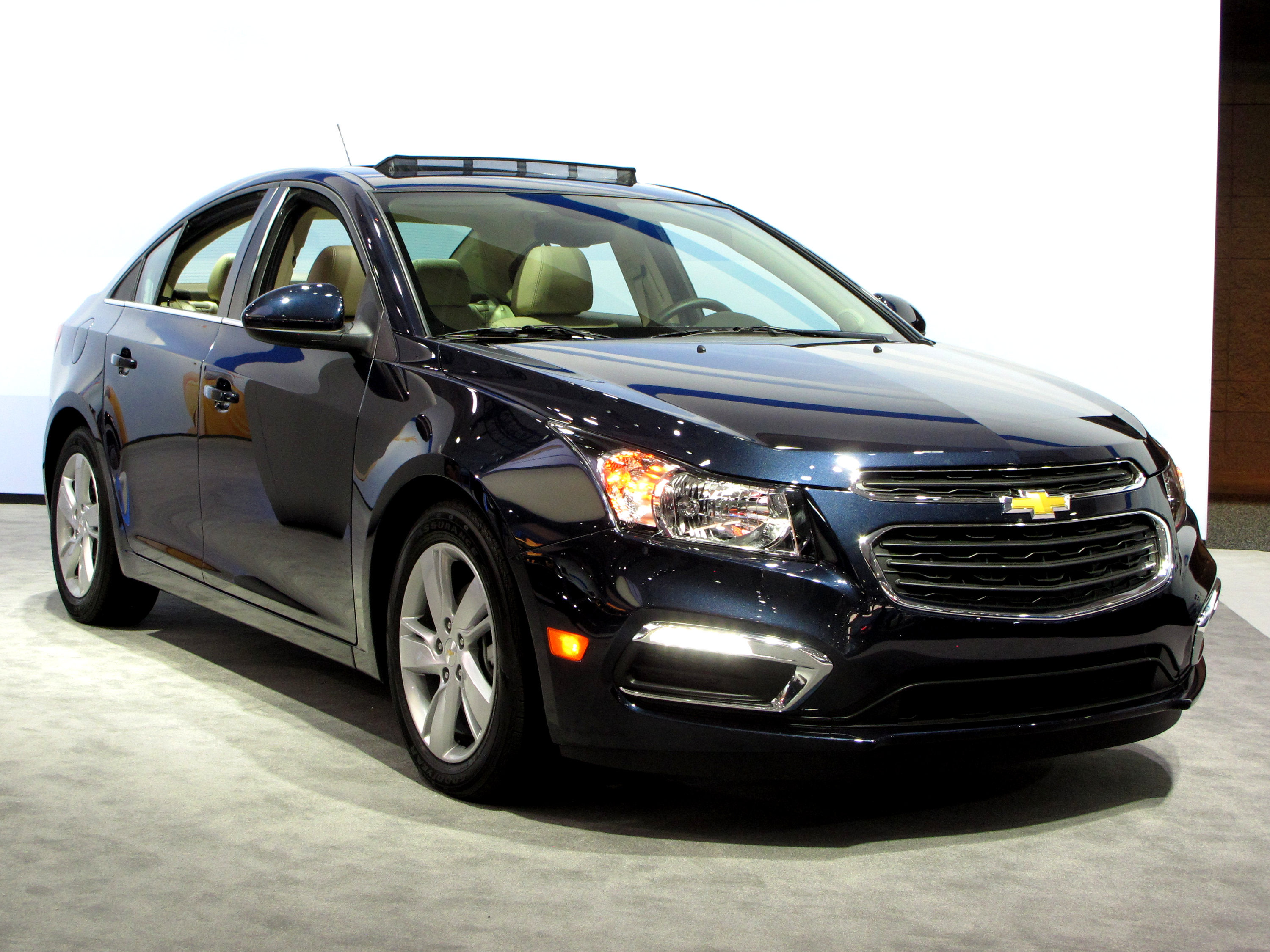 2015 chevrolet cruze reviews photos video and price hiclasscar. Black Bedroom Furniture Sets. Home Design Ideas