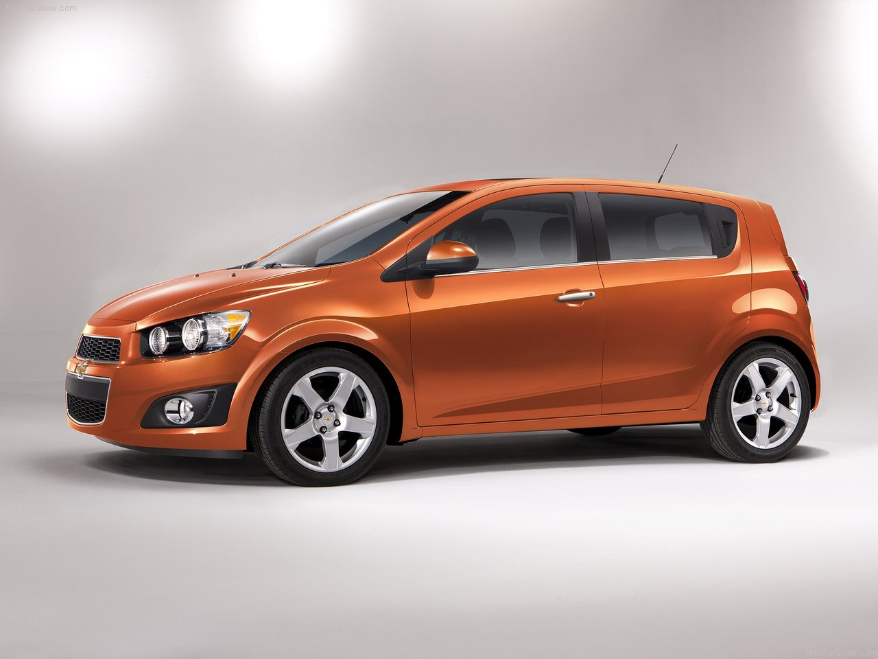 2015 chevrolet sonic photo 12 hiclasscar. Black Bedroom Furniture Sets. Home Design Ideas