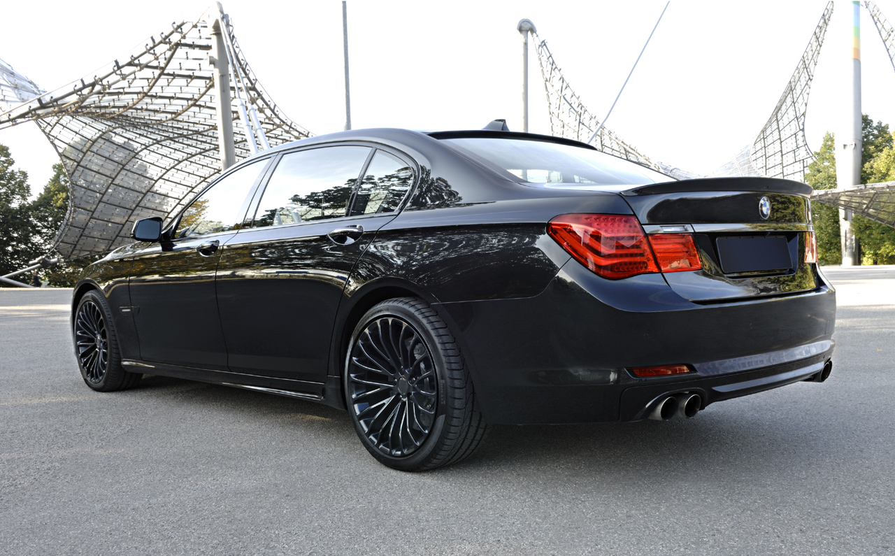 black bmw 7 series photo - 2