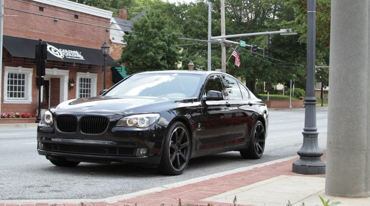 black bmw 7 series photo - 3