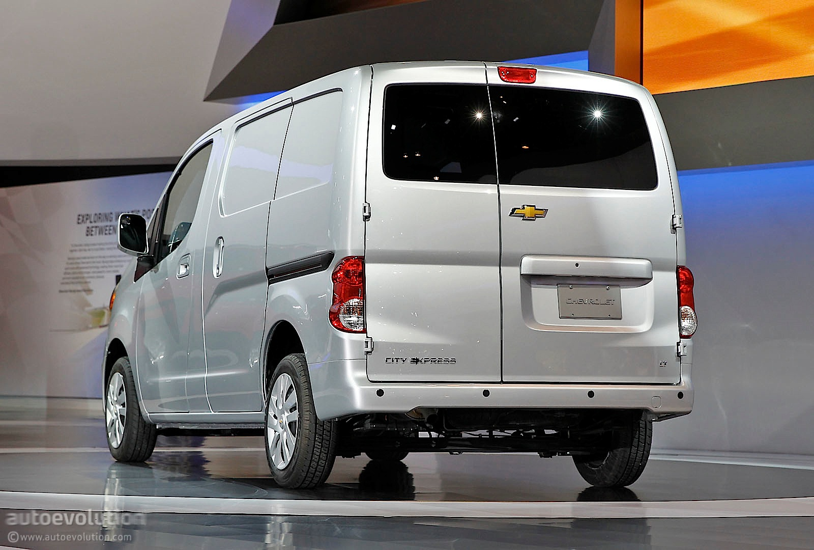 2016 Chevrolet Minivan Photo 1