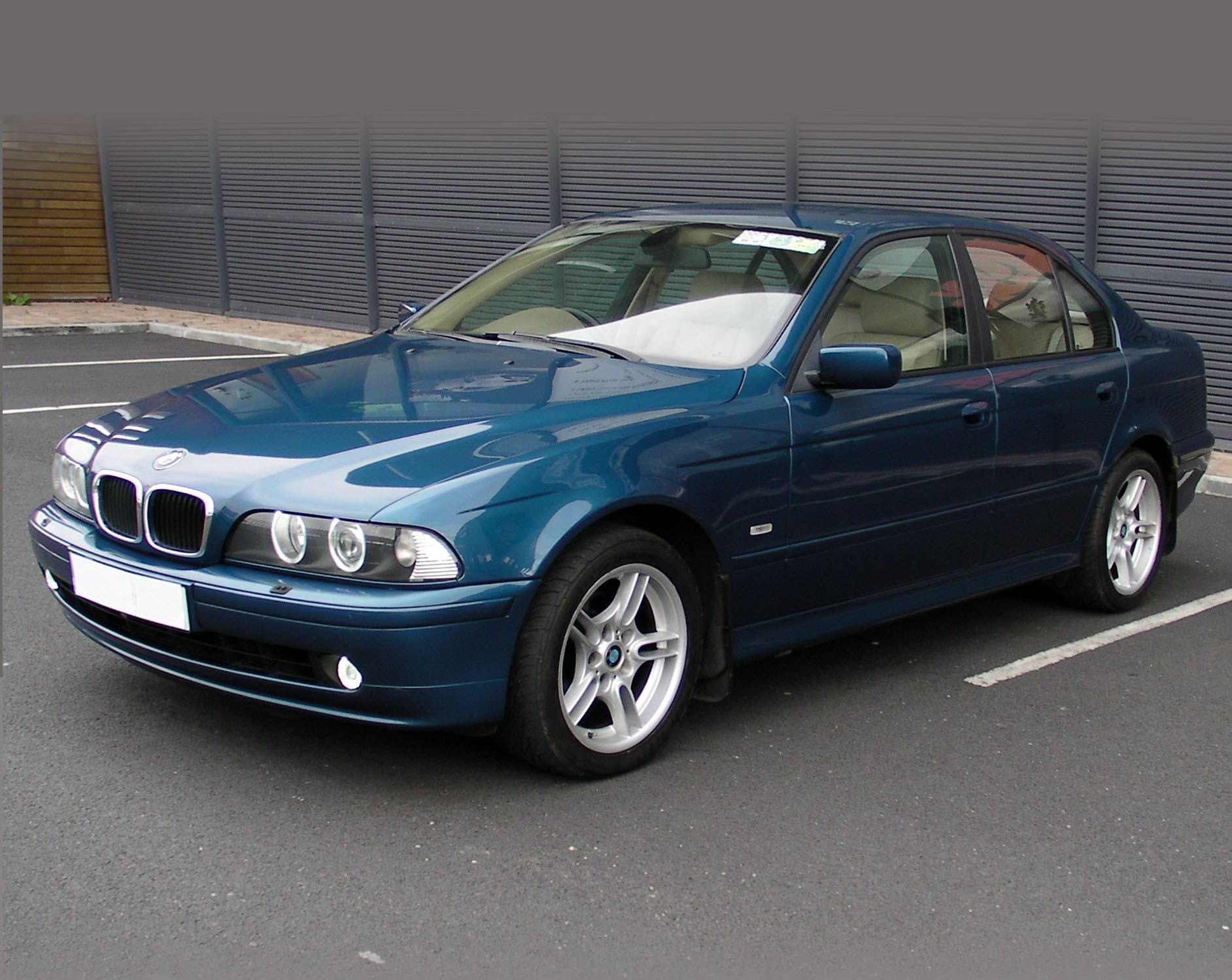 bmw 525i 2001 specifications
