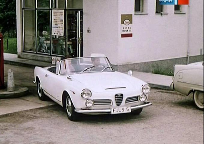 1962 Alfa Romeo 2600 Spider photo - 2