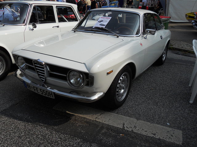 1969 Alfa Romeo Giulia Coupe GT Junior Z photo - 2