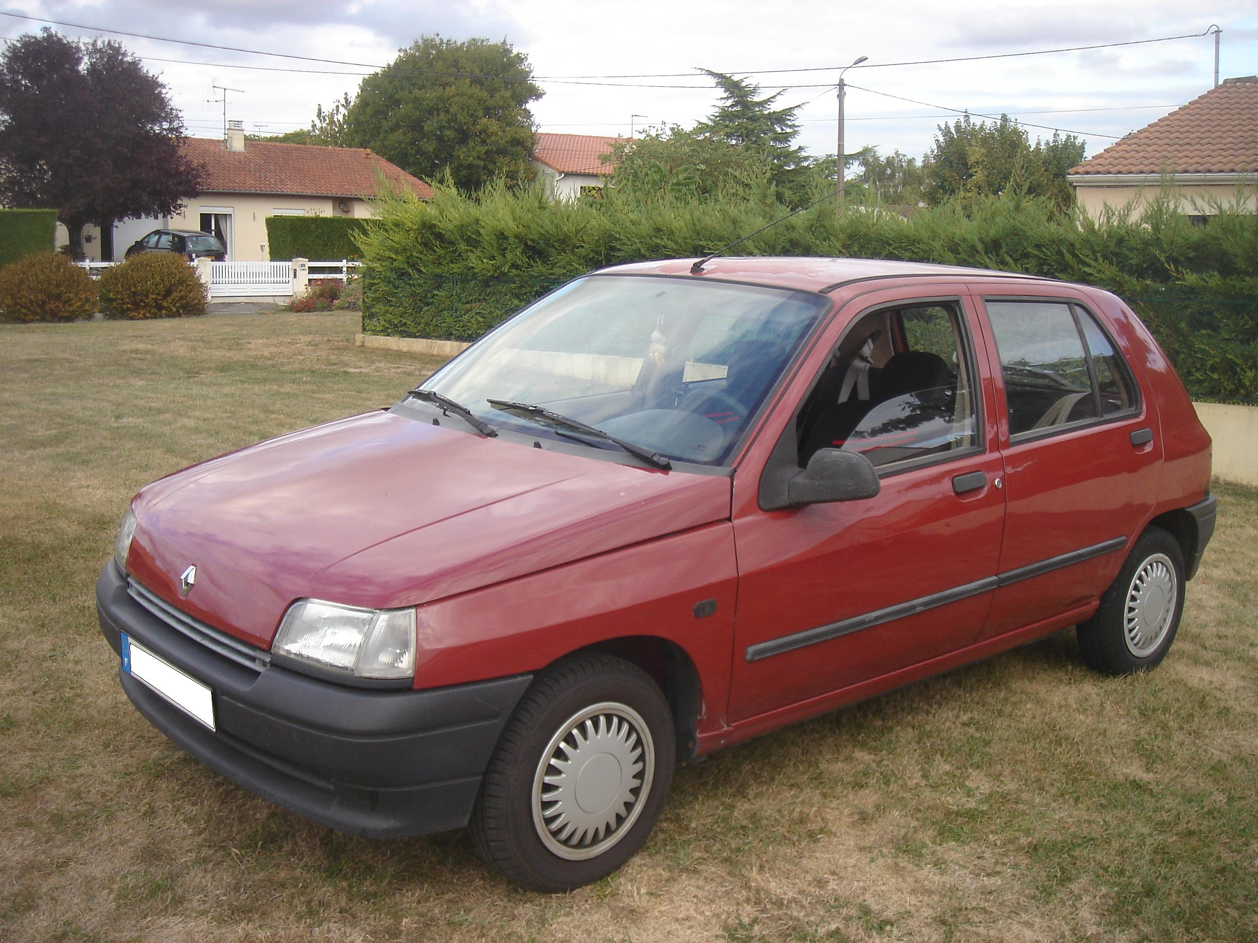1990 Renault Clio 1.7 RT 5 door photo - 1