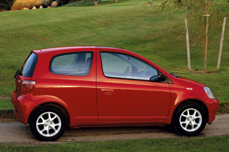 1999 Toyota Yaris photo - 3