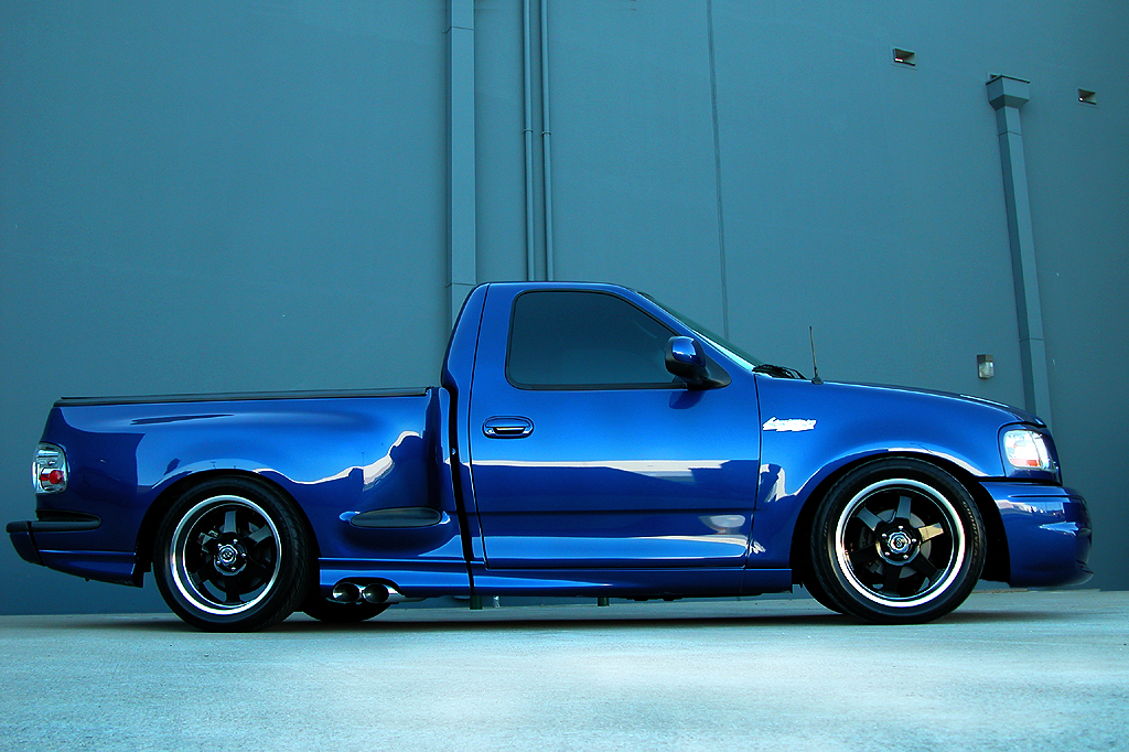 2001 Ford F 150 SVT Lightning photo - 1