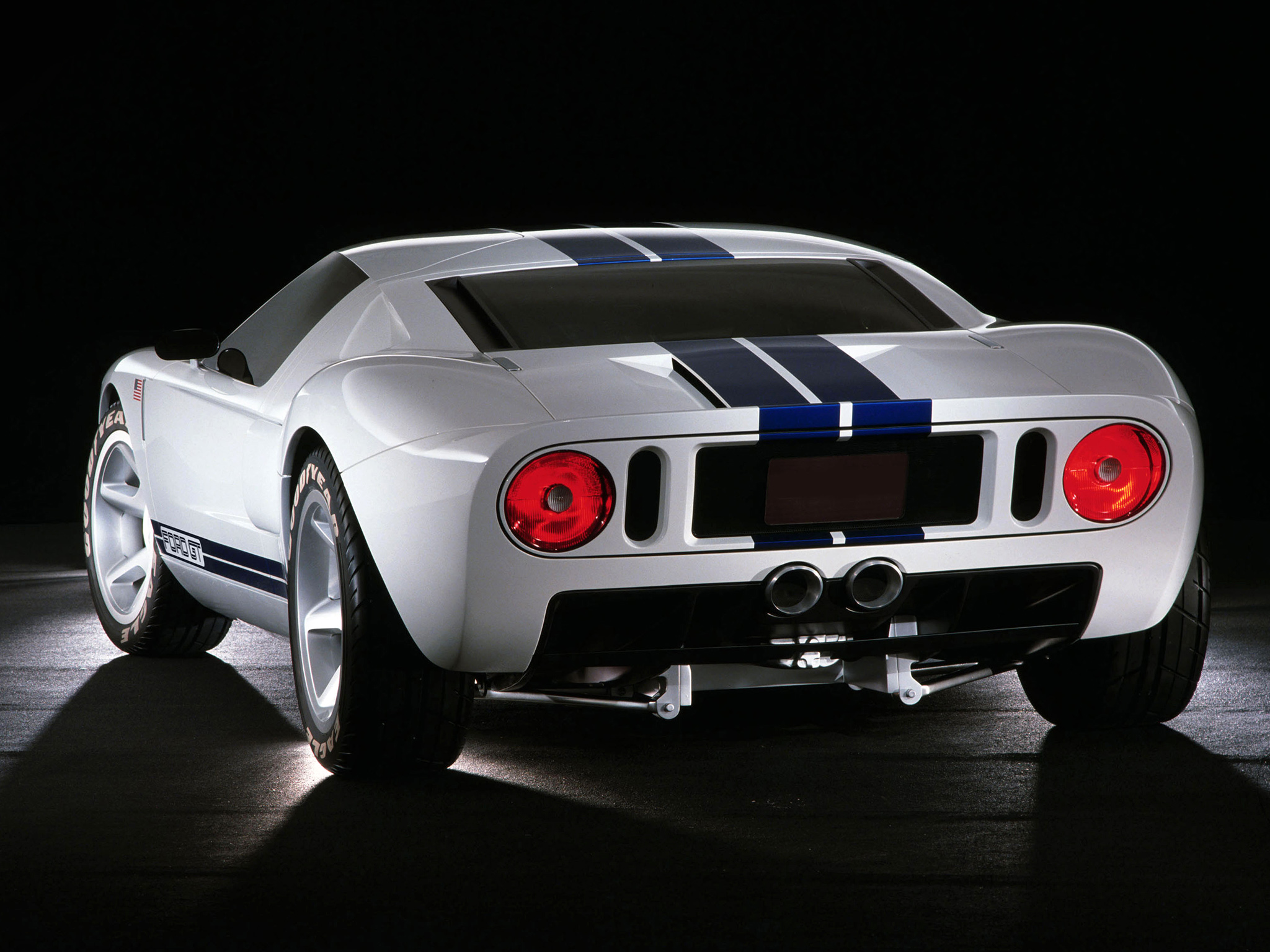 2002 Ford GT40 Concept photo - 3