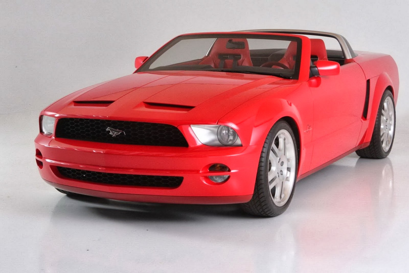 2003 Ford Mustang GT Convertible Concept photo - 3