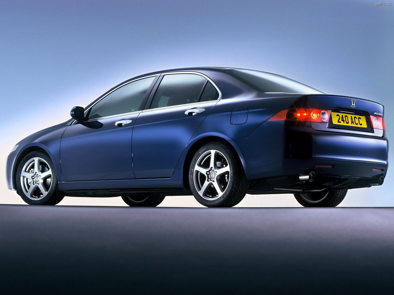 2003 Honda Accord Concept photo - 3