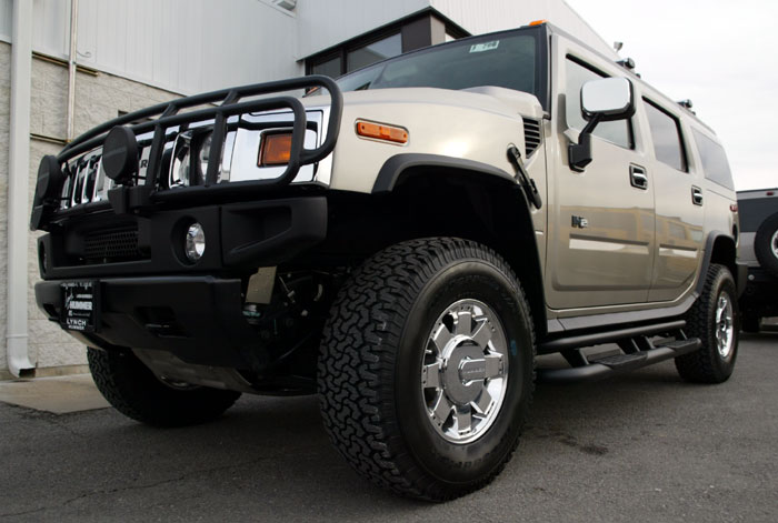 2003 Hummer H2 with GM Accessories photo - 2