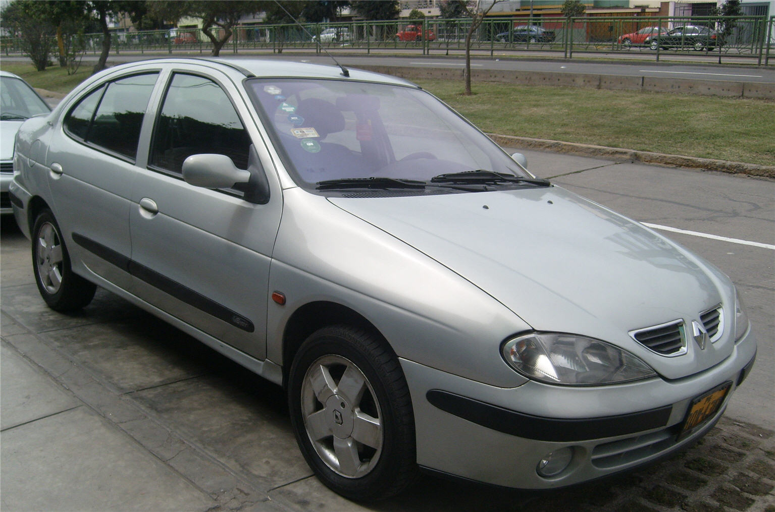 2003 Renault Megane II Saloon photo - 2