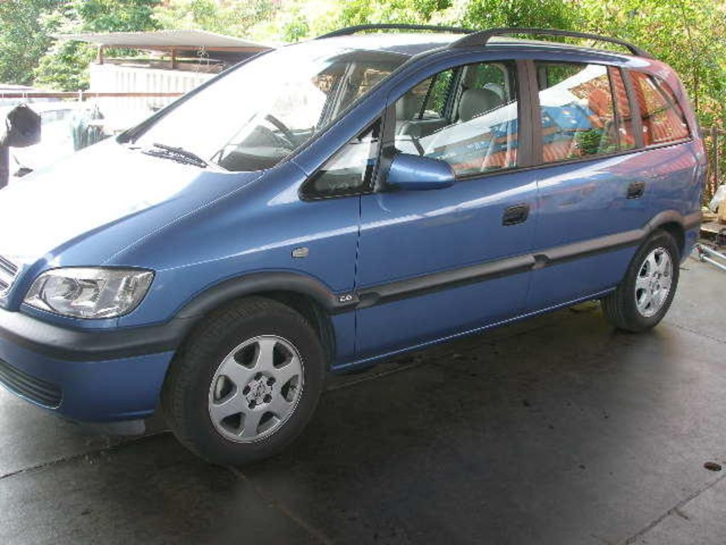2003 Subaru Traviq photo - 3
