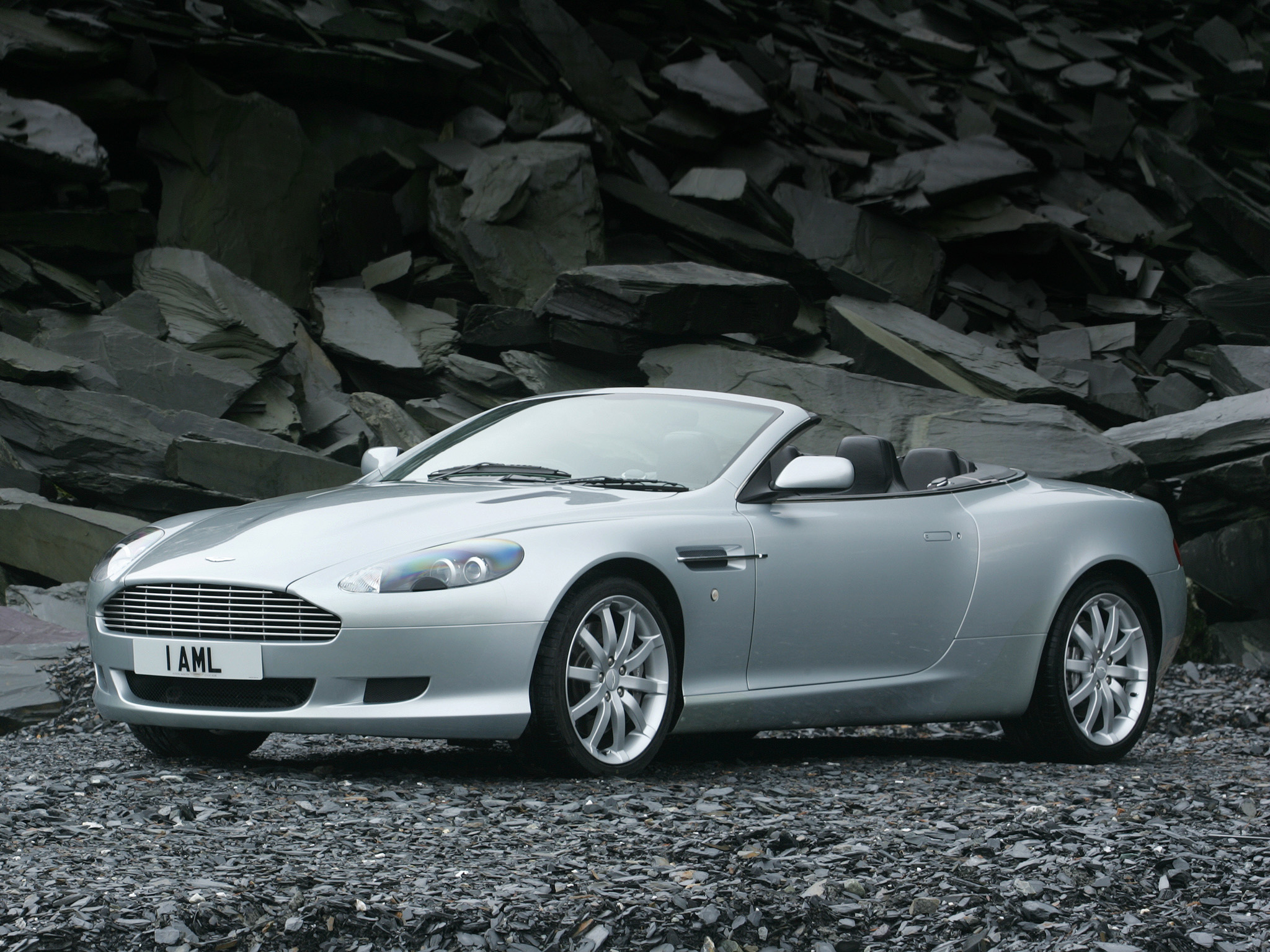 2004 Aston Martin DB9 Volante photo - 1