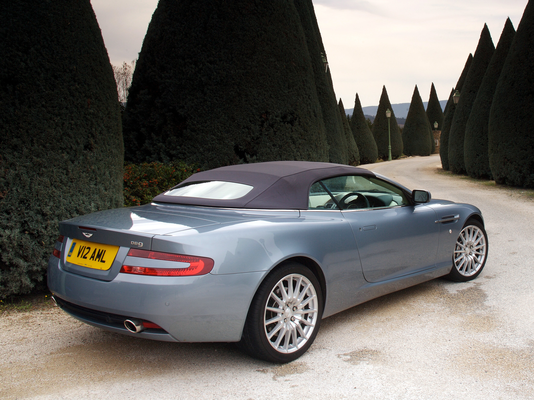 2004 Aston Martin DB9 Volante photo - 2