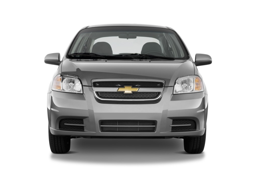 2004 Chevrolet Aveo LS 4 Door photo - 1
