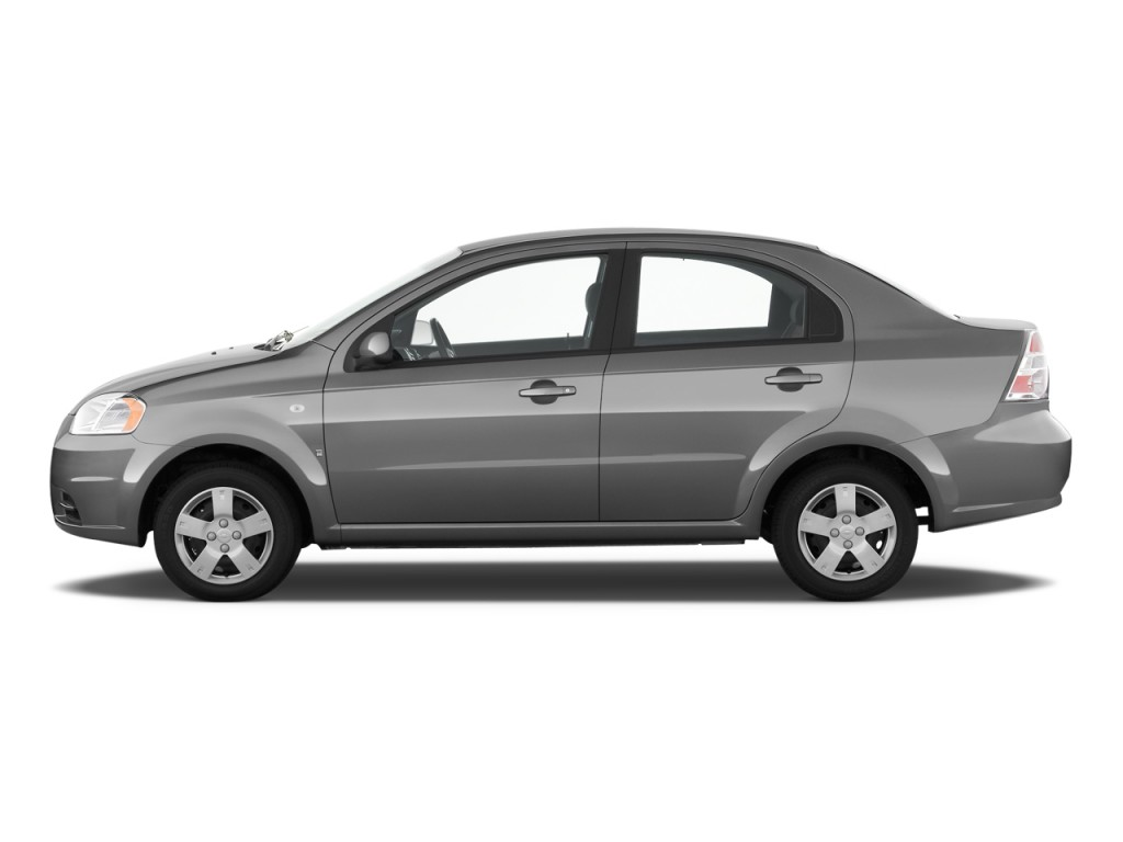 2004 Chevrolet Aveo LS 4 Door photo - 2