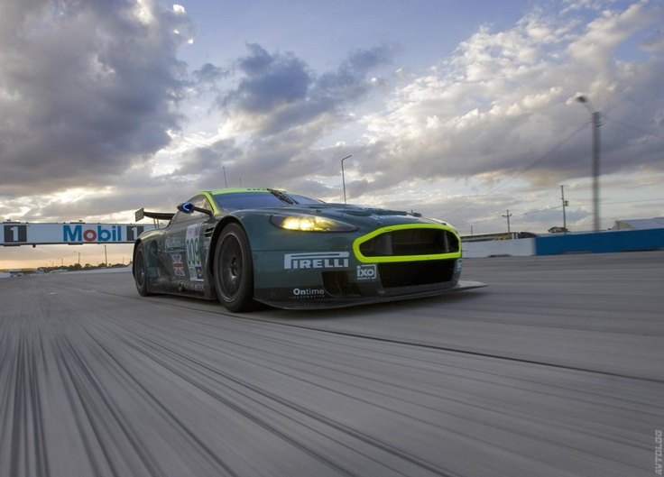 2005 Aston Martin DBR9 photo - 1