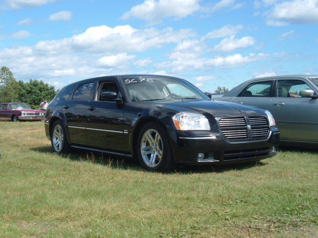 2005 Dodge Magnum RT photo - 3