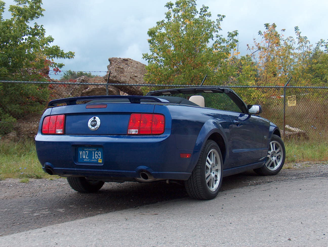 2005 Ford Mustang photo - 2