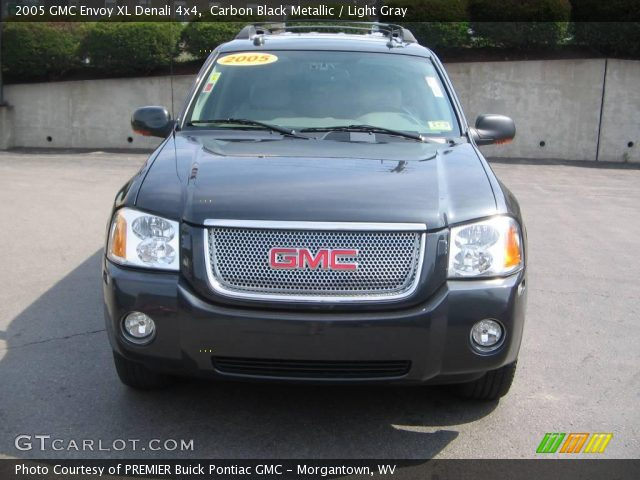 2005 GMC Envoy Denali photo - 2
