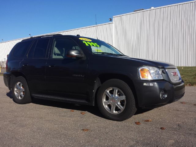 2005 GMC Envoy Denali photo - 3