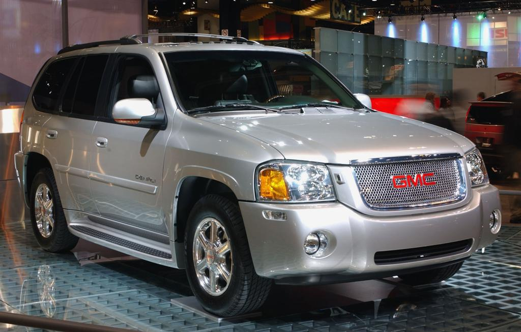 2005 GMC Envoy XL Denali photo - 1