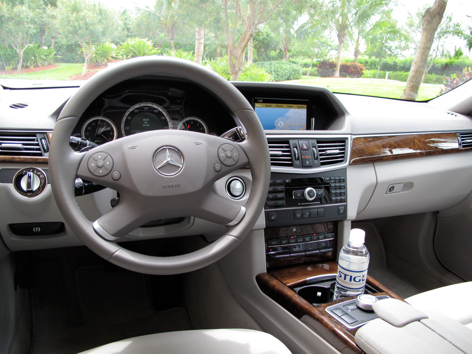 2005 Mercedes Benz E350 with Sports Equipment photo - 1