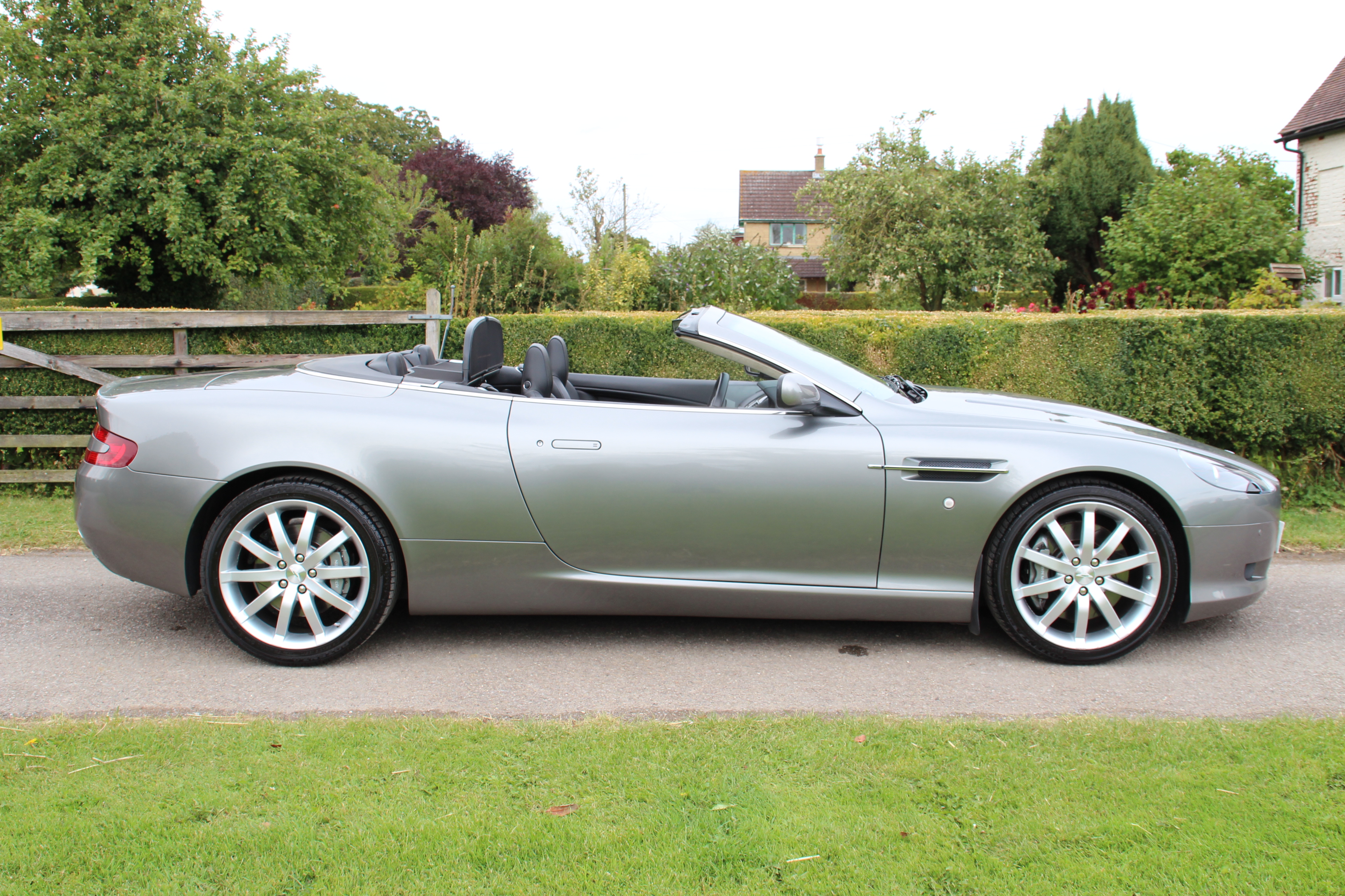 2007 Aston Martin DB9 photo - 1