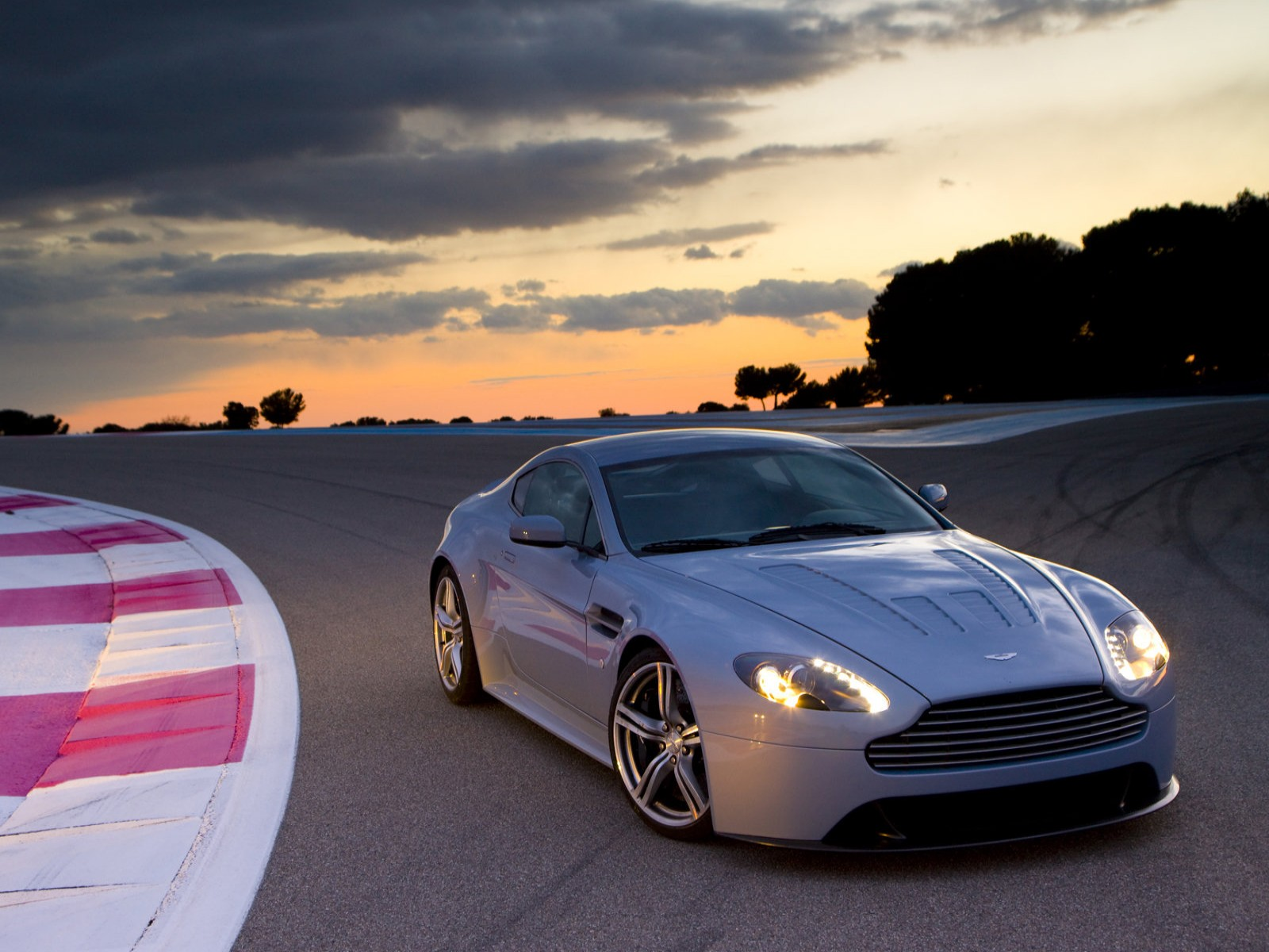 2007 Aston Martin V12 Vantage RS Concept photo - 1