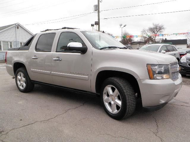 2007 Chevrolet Avalanche LTZ photo - 1