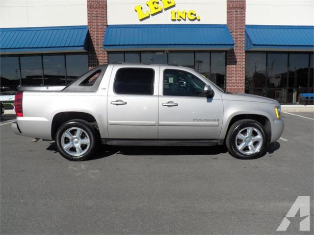 2007 Chevrolet Avalanche LTZ photo - 2