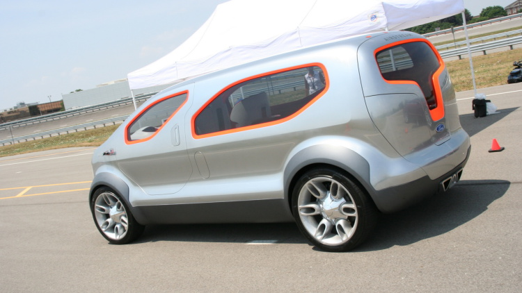 2007 Ford Airstream Concept photo - 3
