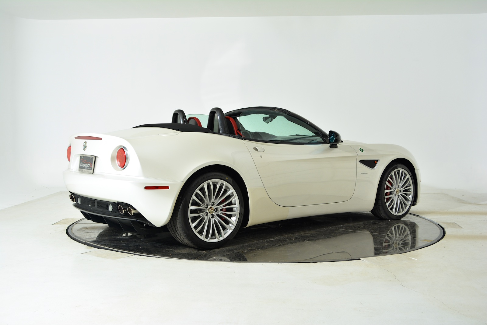 2009 Alfa Romeo 8C Spider photo - 1