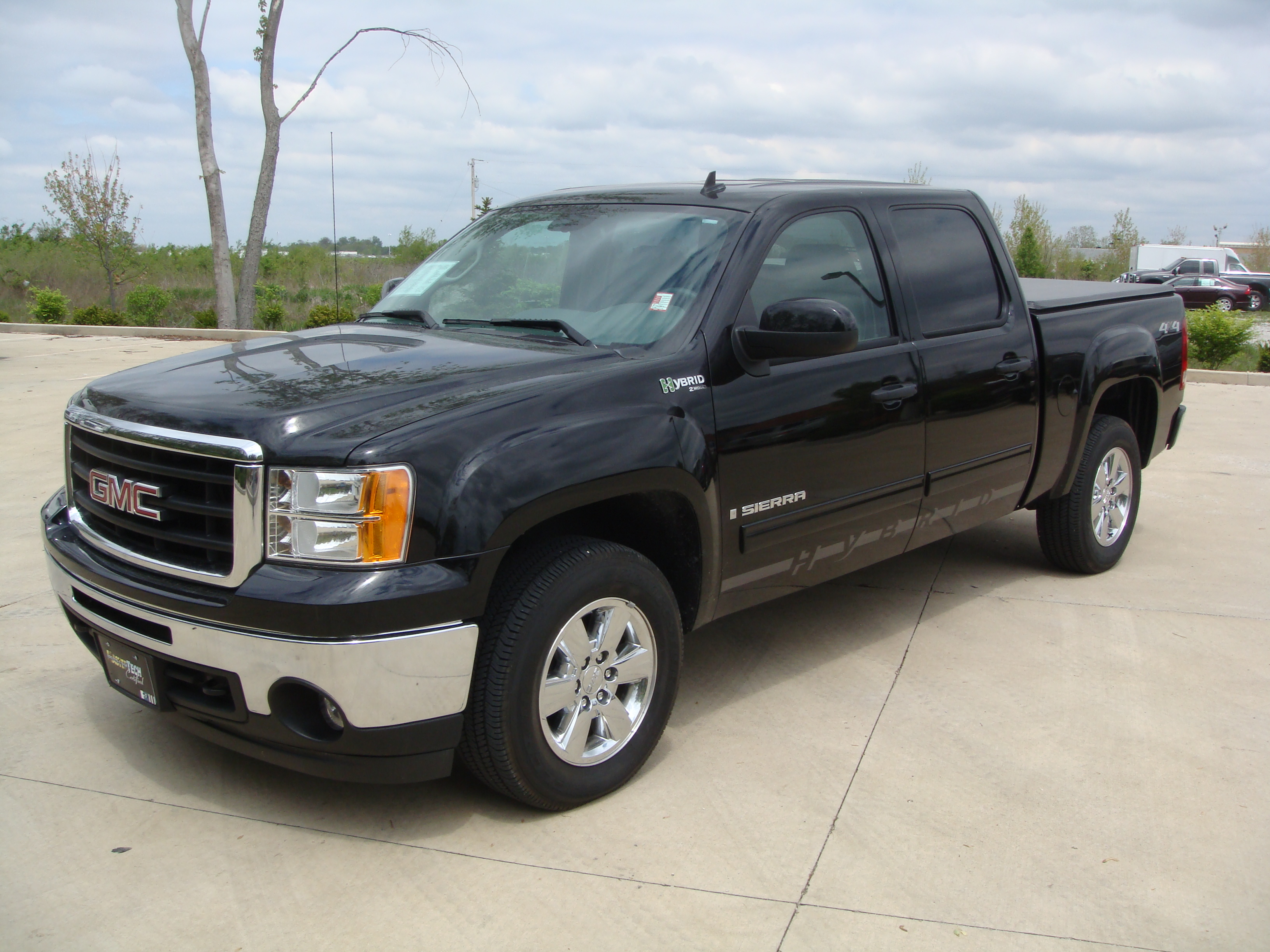 2009 GMC Sierra Hybrid Crew Cab photo - 2