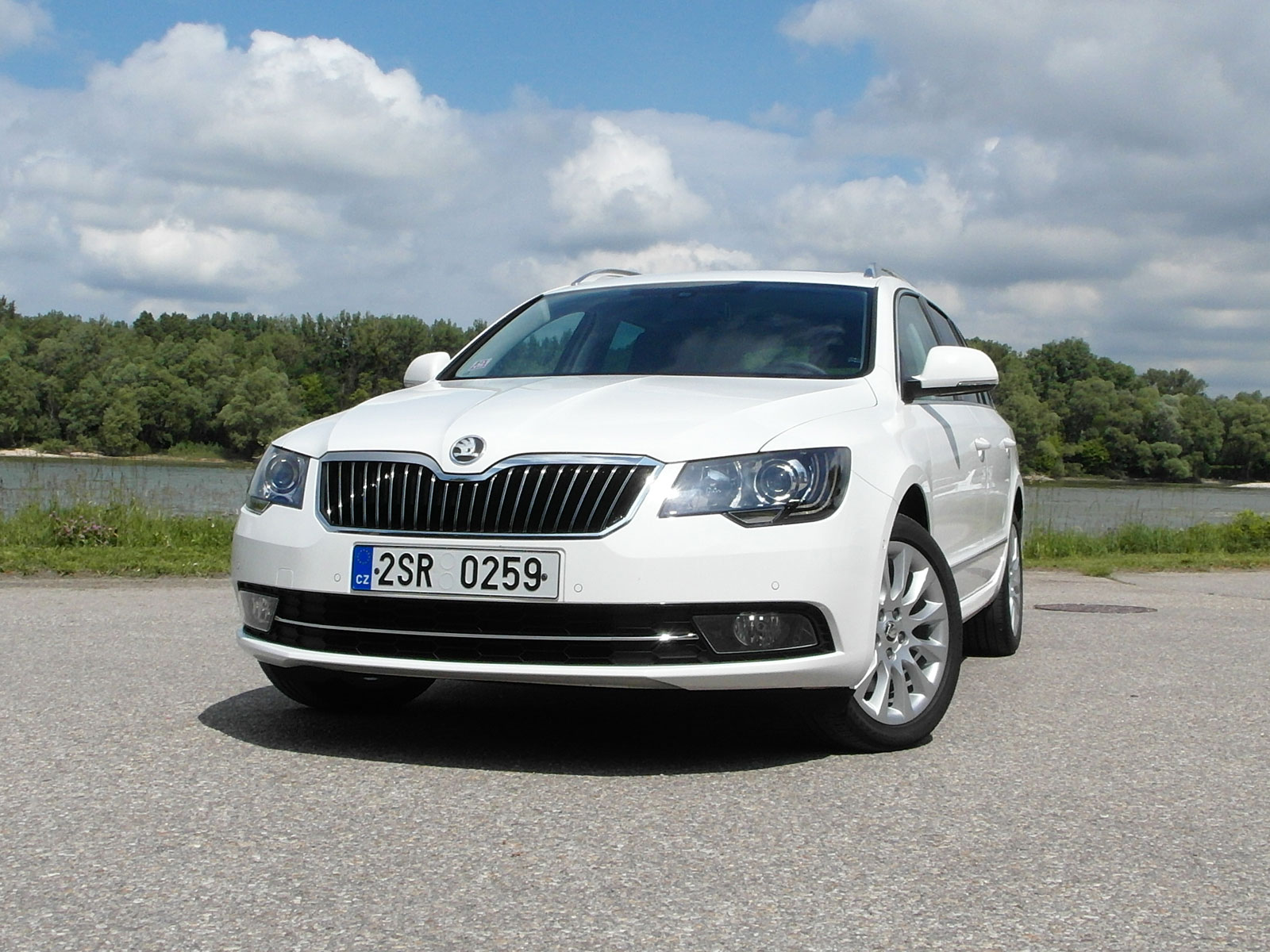 2009 Skoda Superb photo - 2