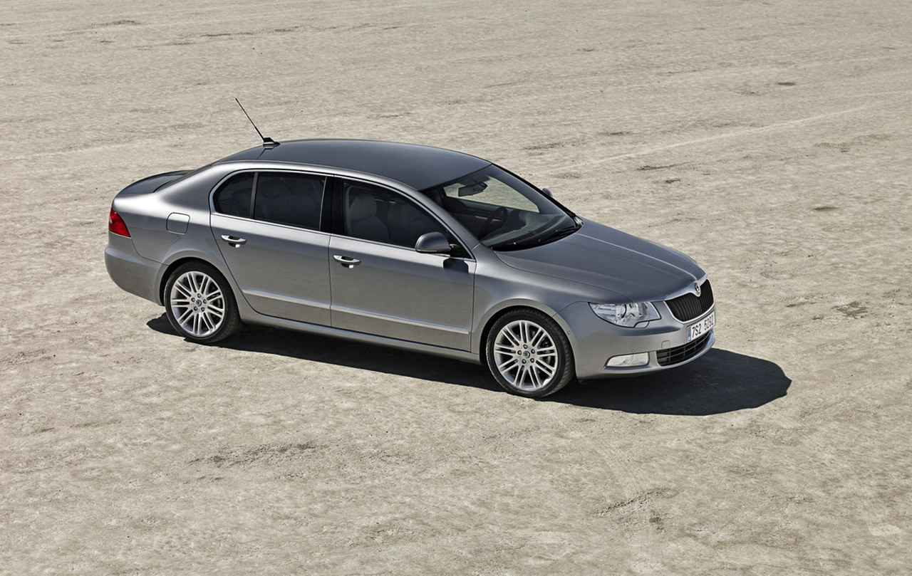 2009 Skoda Superb photo - 3