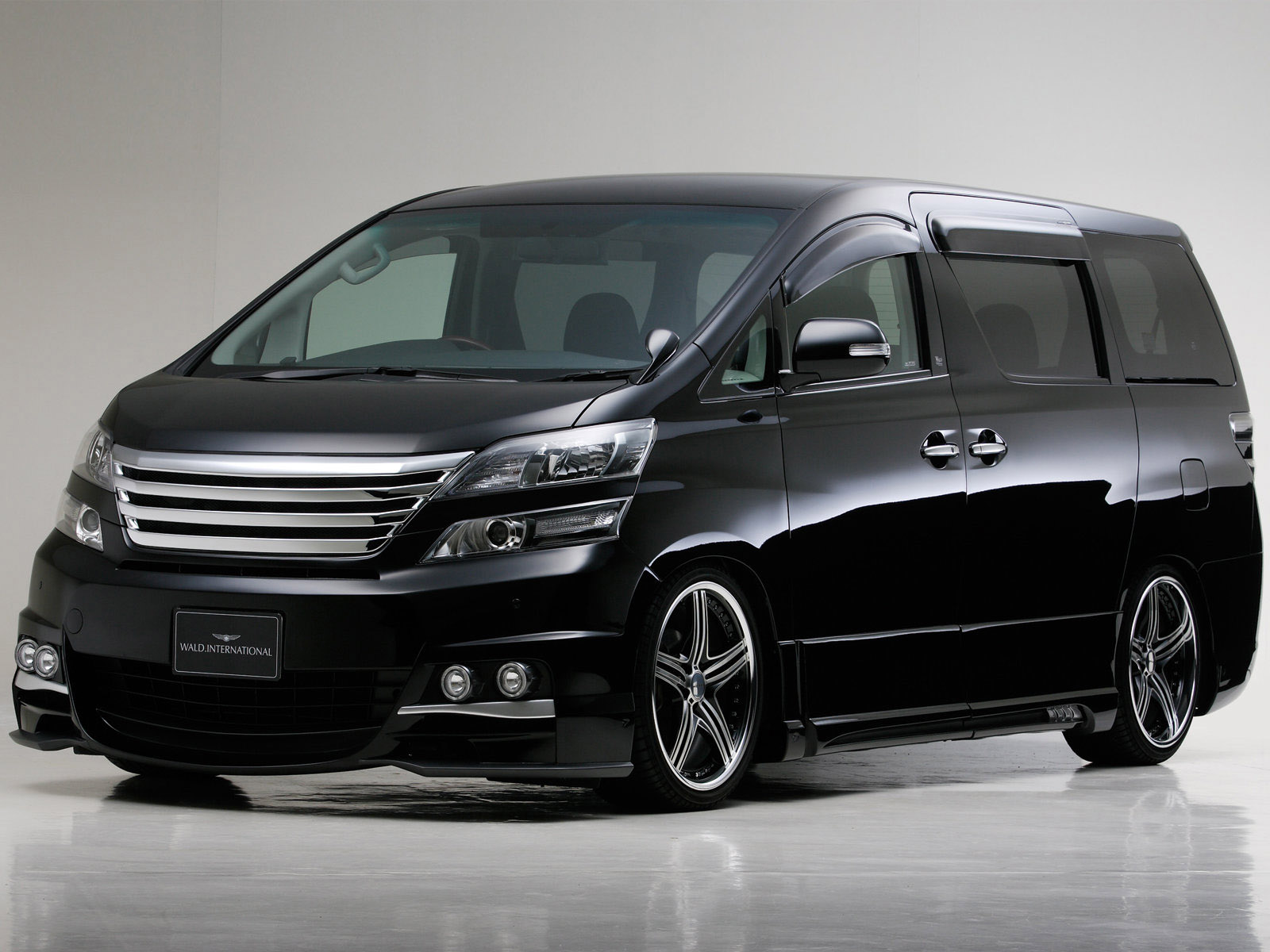 2009 Wald Toyota Vellfire photo - 3