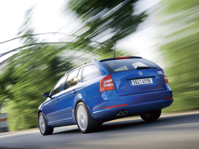2010 Skoda Octavia RS Combi photo - 2