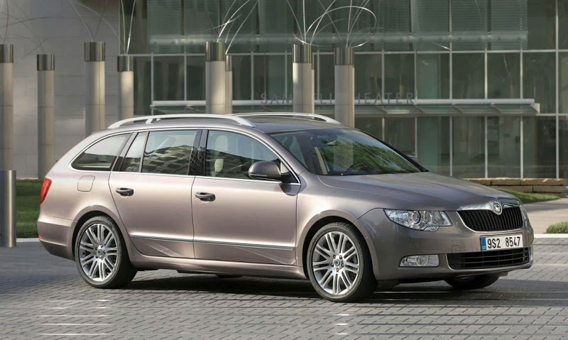 2010 Skoda Superb Combi photo - 1