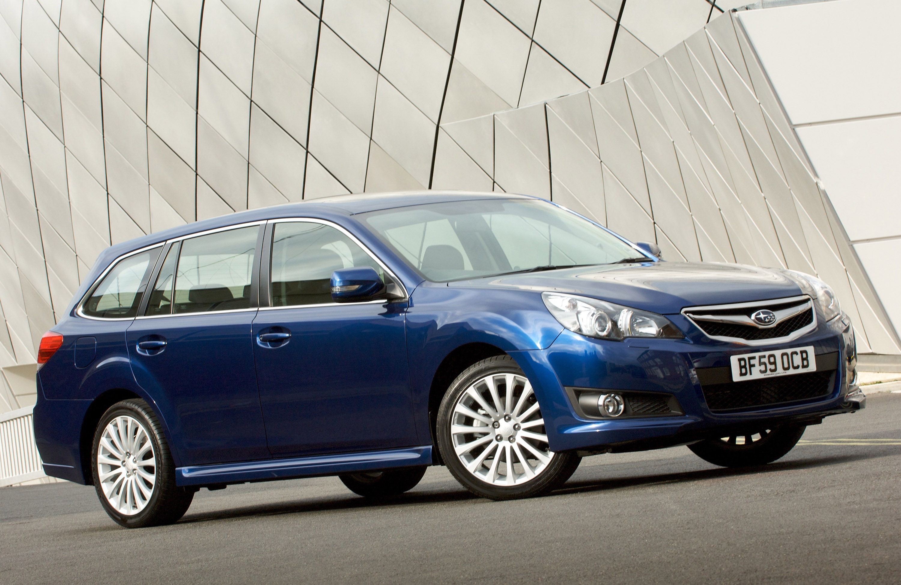 2010 Subaru Legacy Tourer photo - 3