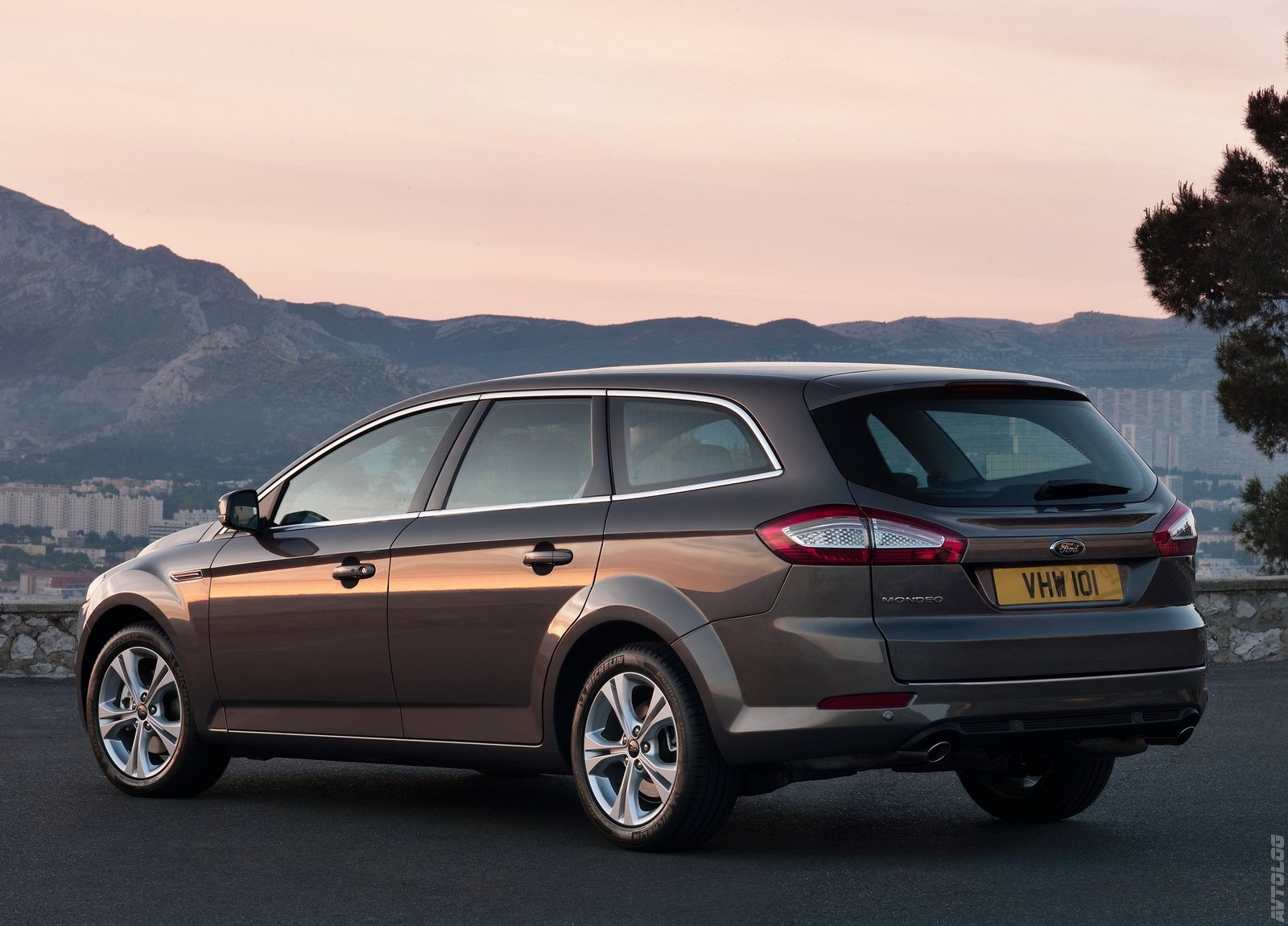 2011 Ford Mondeo photo - 3