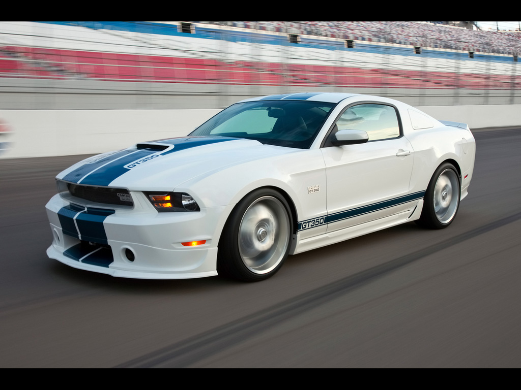 2011 Ford Mustang GT photo - 3