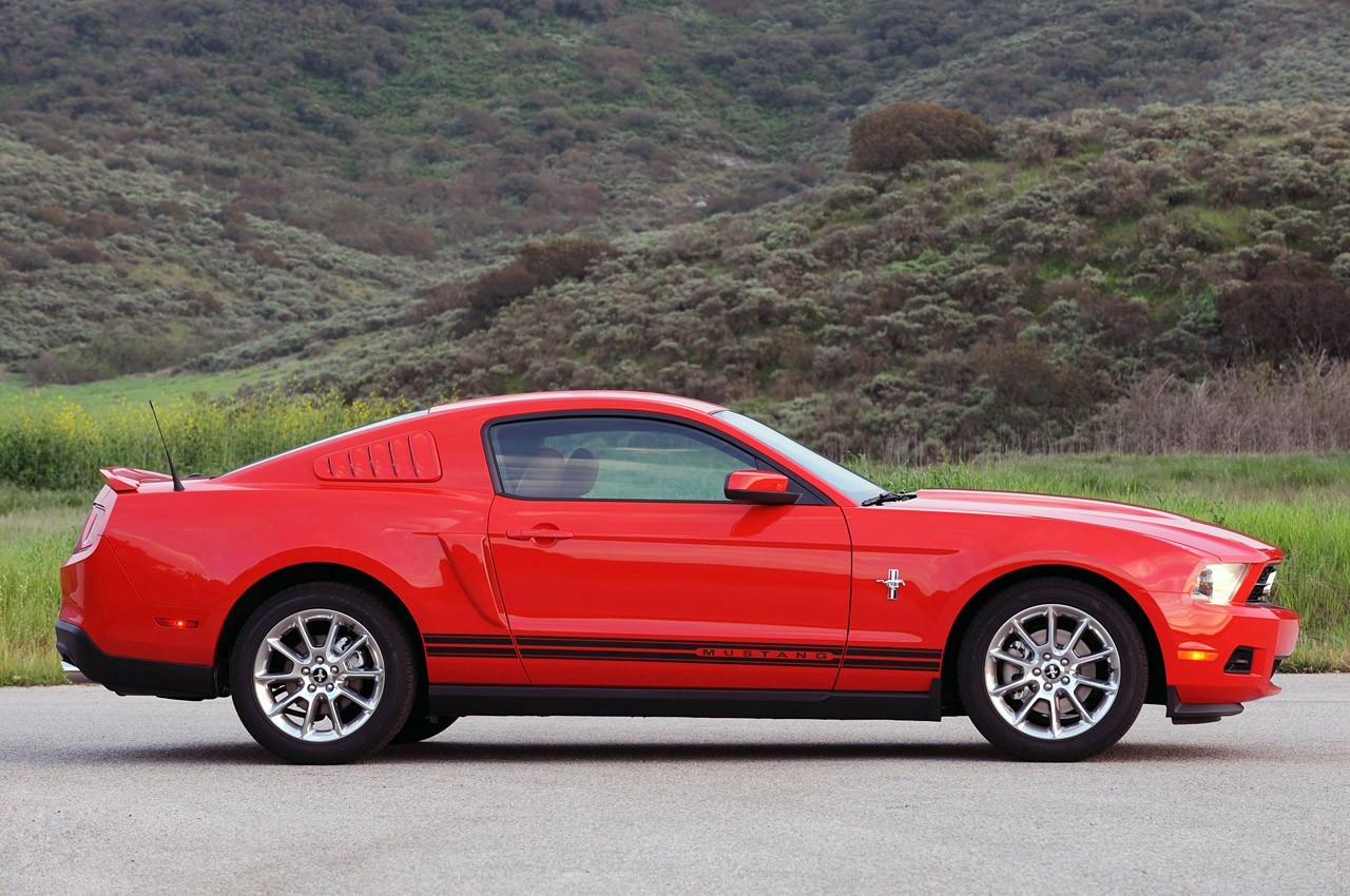 2011 Ford Mustang V6 photo - 3