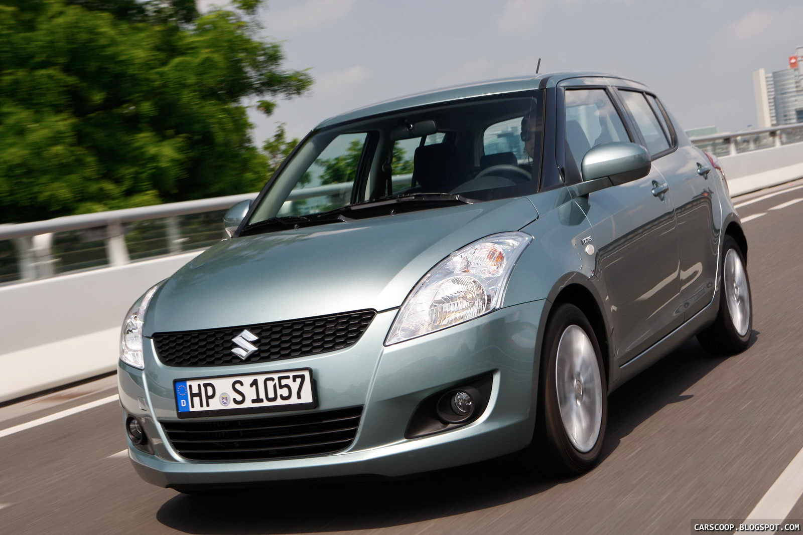 2011 Suzuki Swift photo - 2