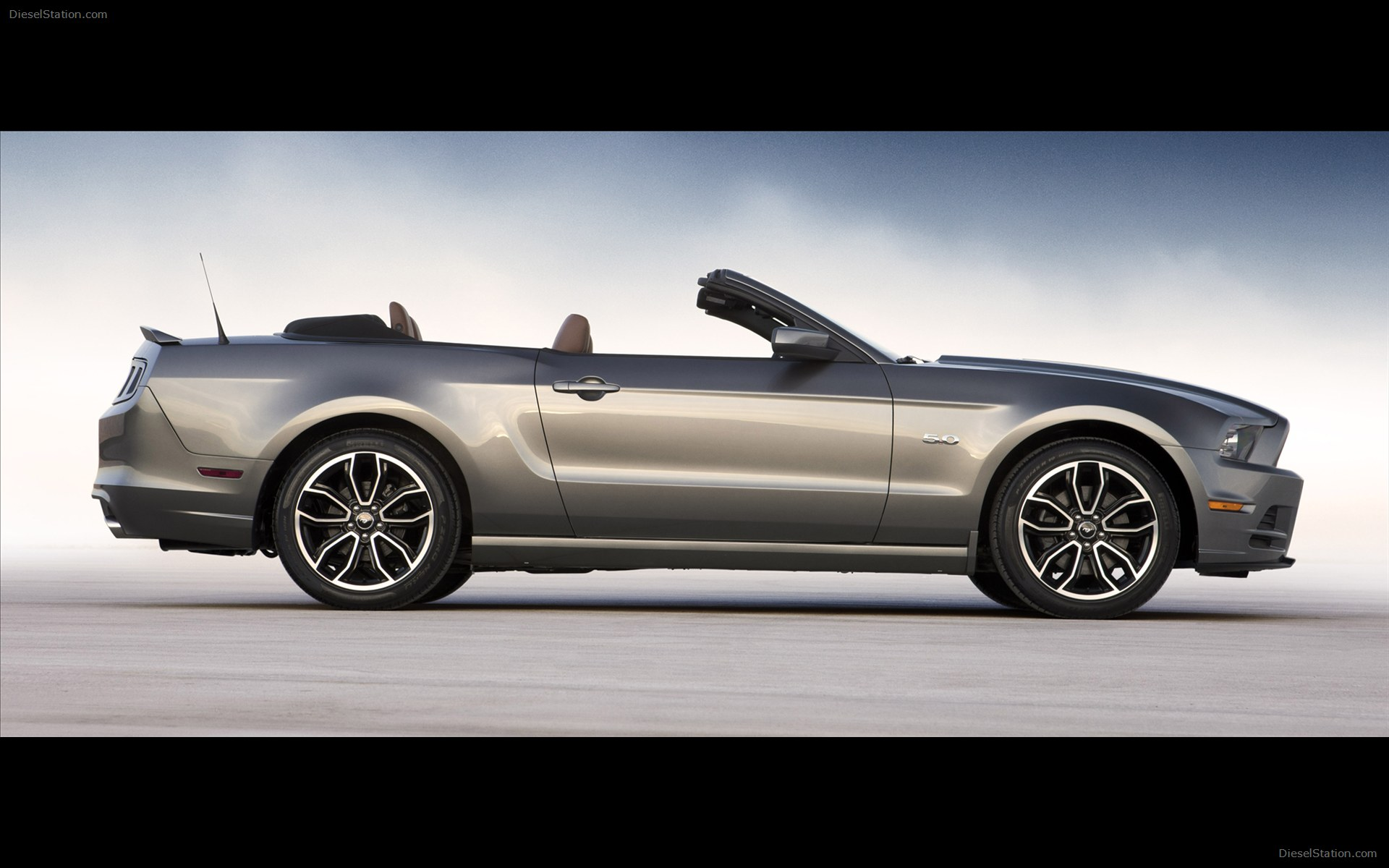 2013 Ford Mustang GT photo - 1
