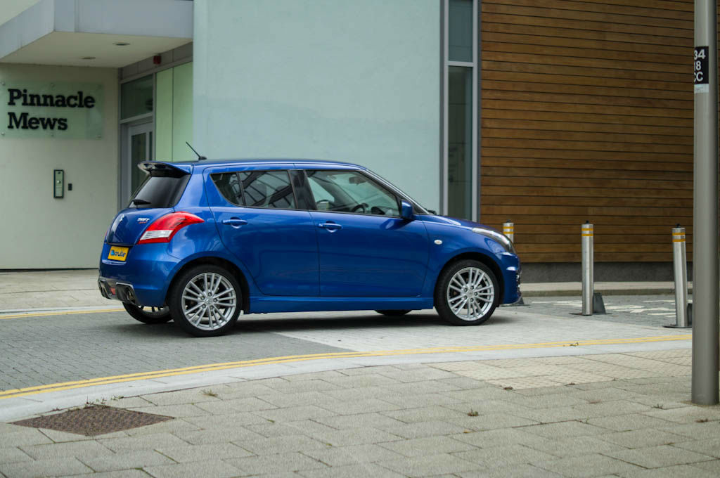 2013 Suzuki Swift Sport 5 door photo - 1