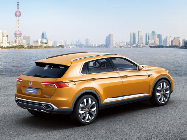 2013 Volkswagen CrossBlue Coupe Concept photo - 3