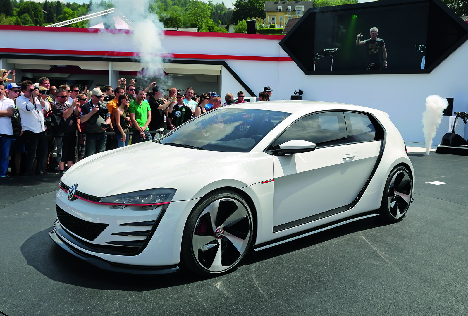2013 Volkswagen Design Vision GTI Concept photo - 3