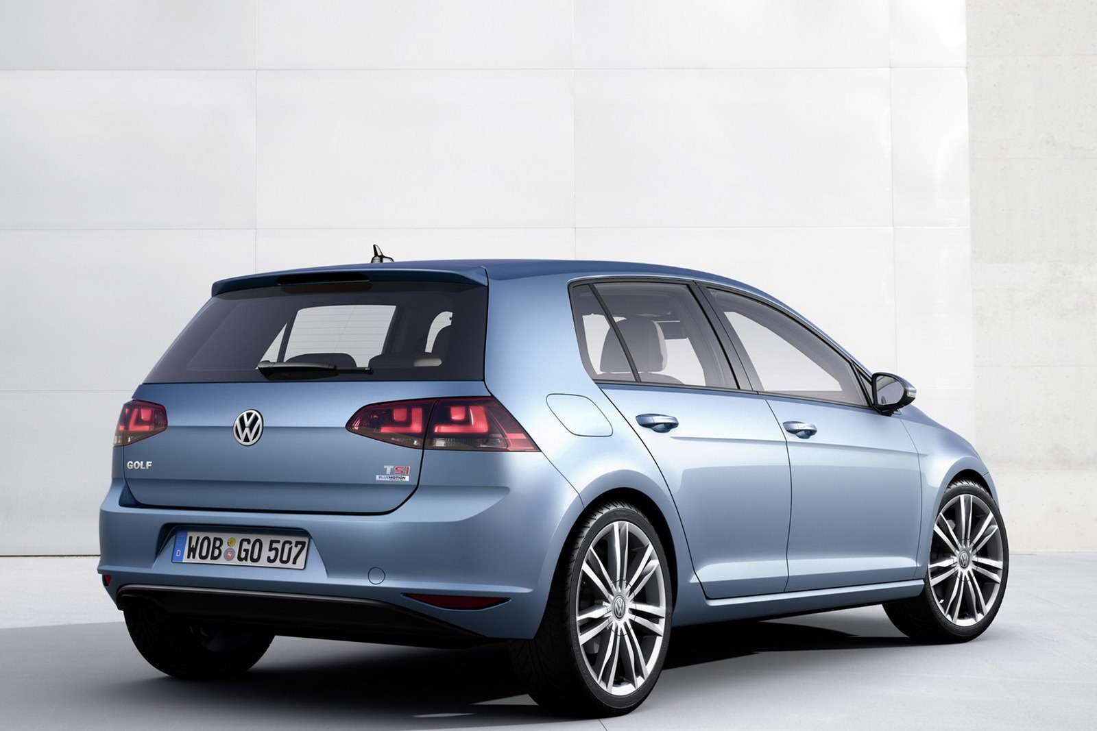 2013 Volkswagen Golf photo - 1
